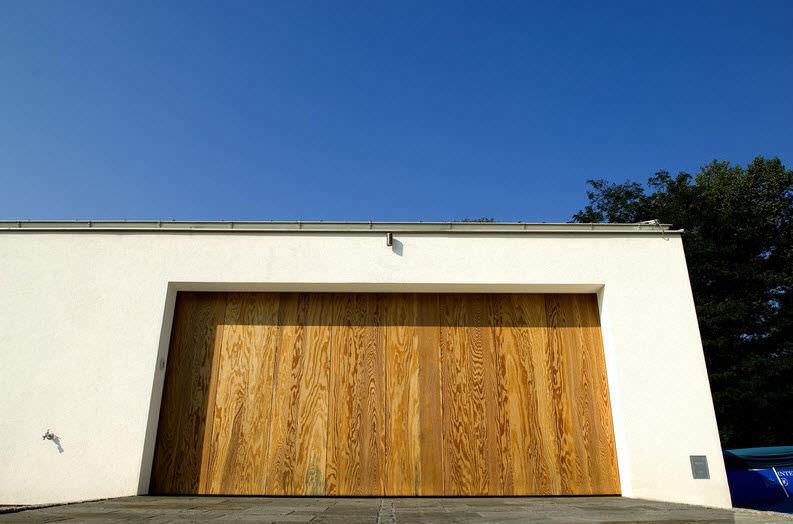 Hiring the right repairman for you sacramento garage for Garage door repair sacramento